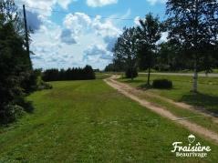 Chemin vers les champs de fraises - Fraisière Beaurivage
